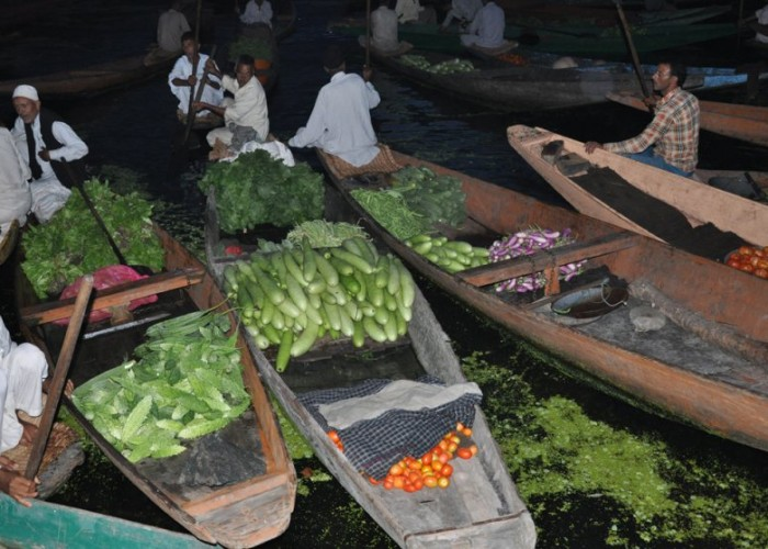 Vendors at morning market on Dal Lake, Srinagar